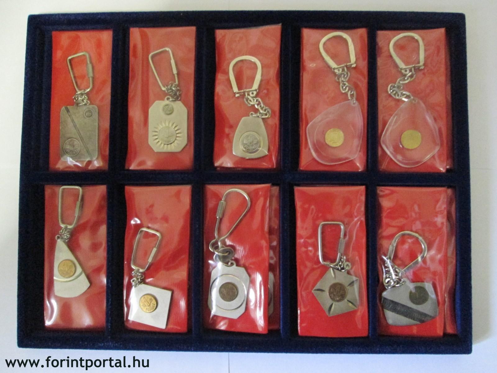 http://www.forintportal.hu/hirek/mini-1-forintos-kulcstartok/mini-1-forintos-kulcstartok-apv-allami-penzvero-regi-kulcstarto-1ft_01.jpg