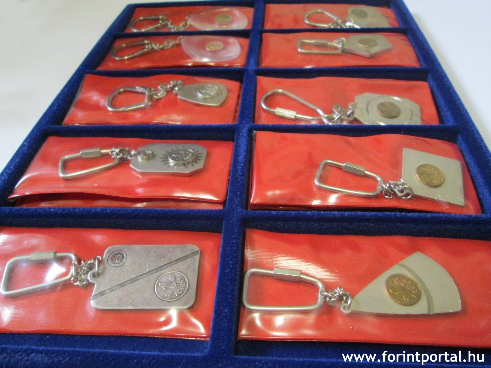 http://www.forintportal.hu/hirek/mini-1-forintos-kulcstartok/mini-1-forintos-kulcstartok-apv-allami-penzvero-regi-kulcstarto-1ft_03.jpg