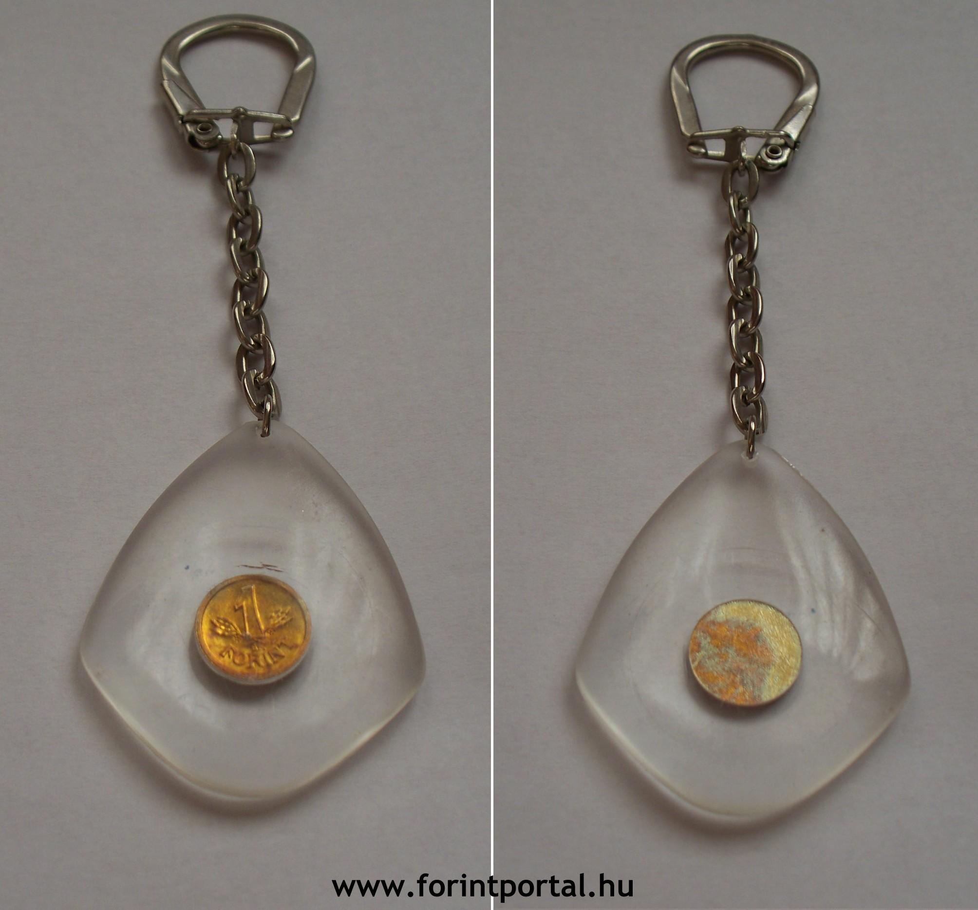 http://www.forintportal.hu/hirek/mini-1-forintos-kulcstartok/mini-1-forintos-kulcstartok-apv-allami-penzvero-sargarez-egyoldalas-plexi-csepp-1ft.jpg