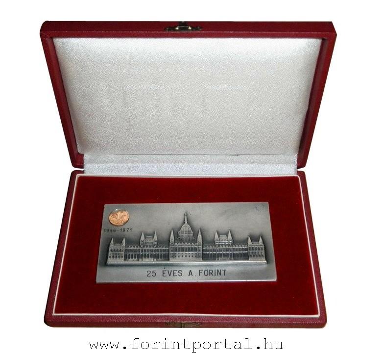 http://www.forintportal.hu/hirek/mini_1-forintos_ermek/mini_1-forintos_ermek_25_eves_a_forint_plakett_disztokban_mini_aranyermevel1.jpg